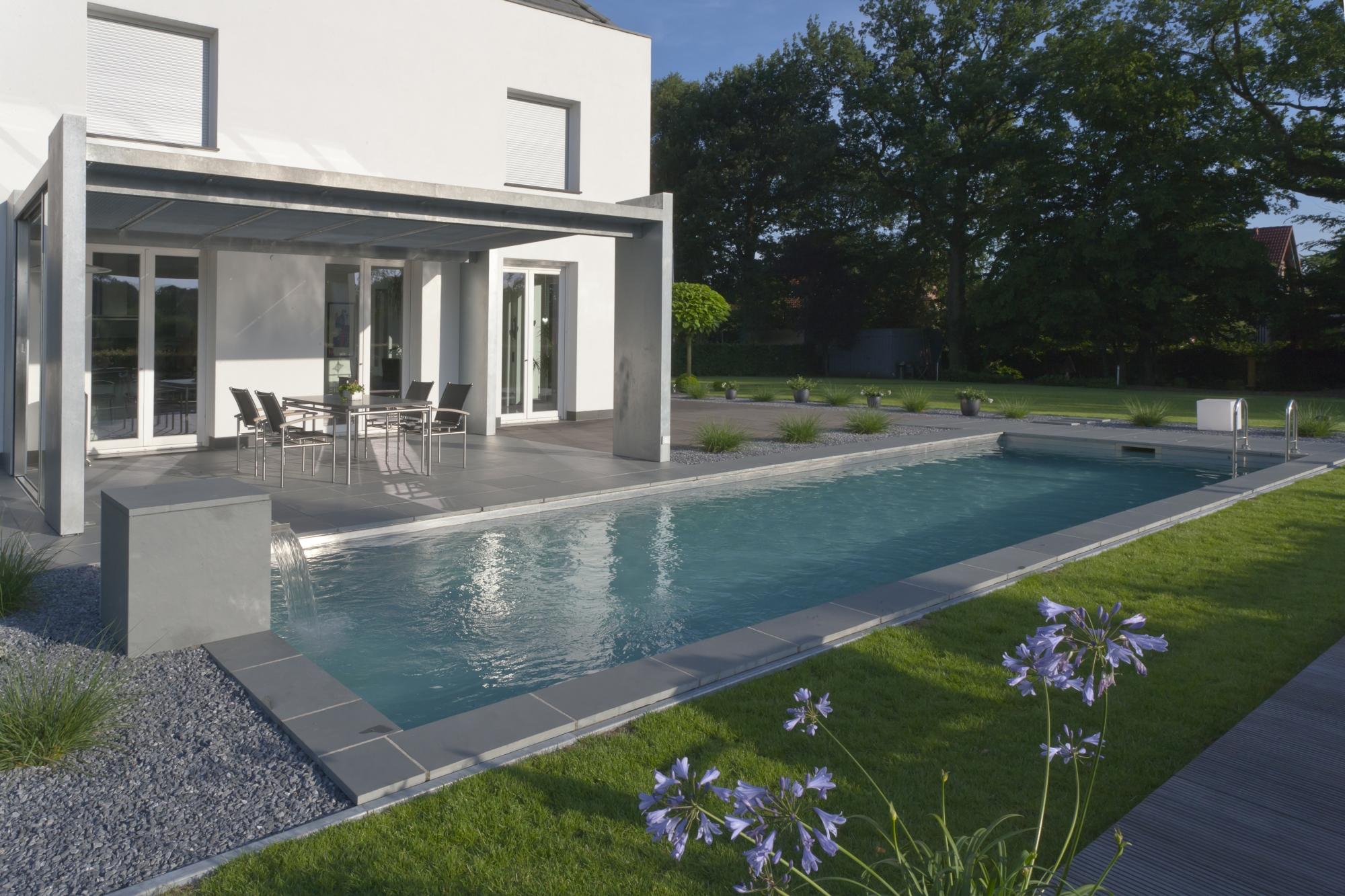 Le living pool de biotop les piscines traditionnelles se - Piscine inox sans liner ...